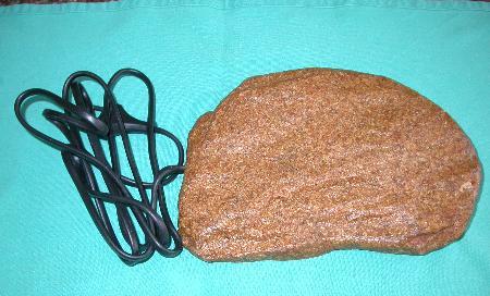 """Una cosiddetta """"roccia calda"""", controindicata come fonte di calore"""